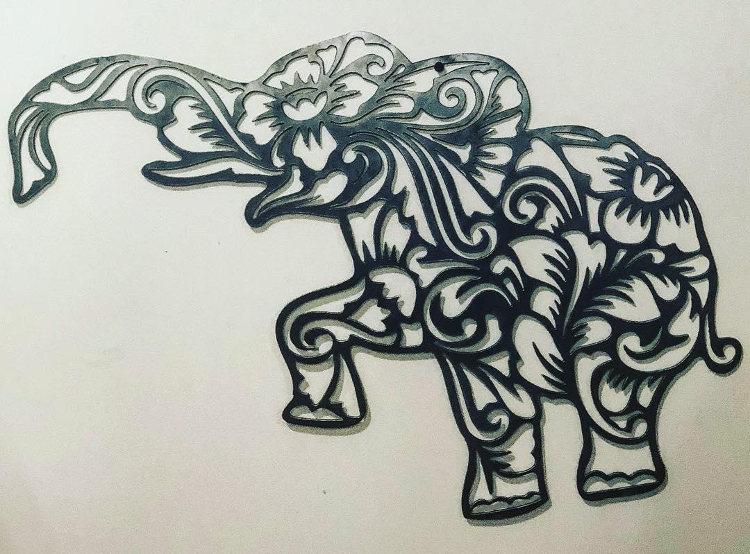 African elephants - Visual arts
